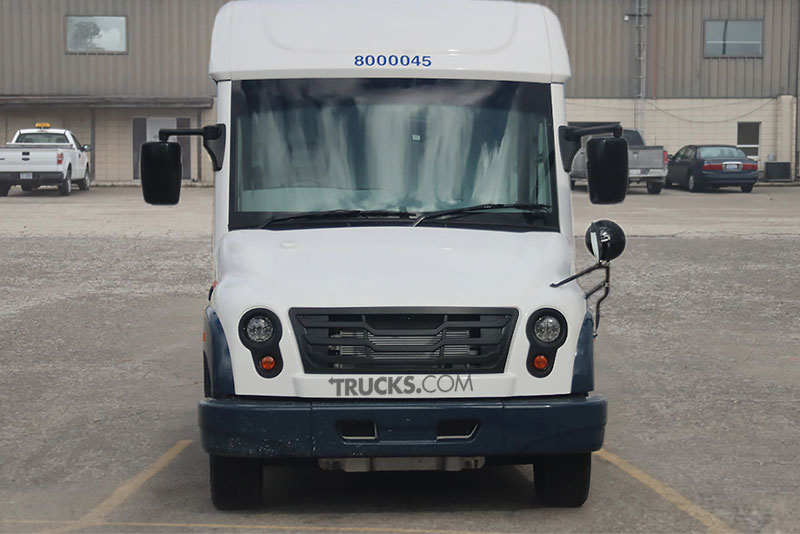 Mahindra mail truck front