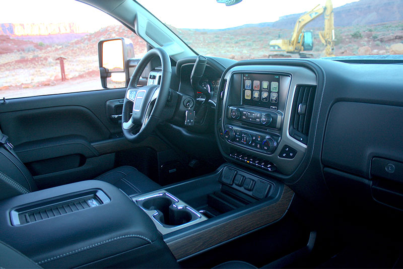 review gmc sierra 2500 denali matches bruising torque with refined ride. Black Bedroom Furniture Sets. Home Design Ideas