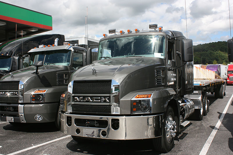 "The ""flat-top 48-inch sleeper is for flatbed and tank haulers. Note the rounded front corners of the new Anthem and, on this truck, the absence of a sunvisor."