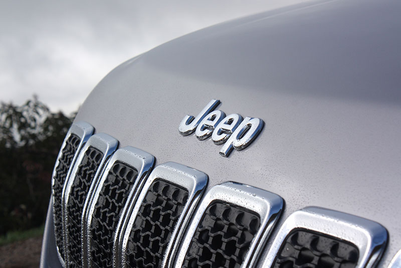 jeep-cherokee-review-emblem