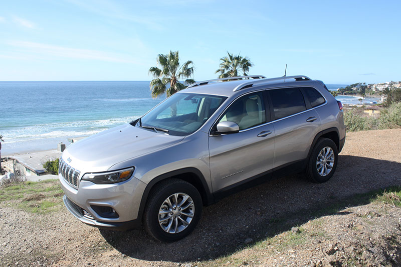 jeep-cherokee-review-side-trees