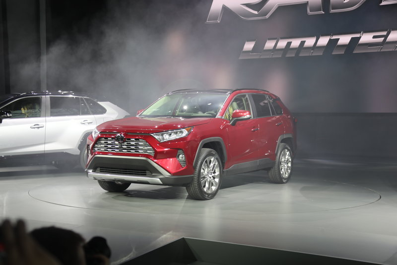 2018 Ny Auto Show Toyota Redesigns Its Best Selling Rav4 Suv
