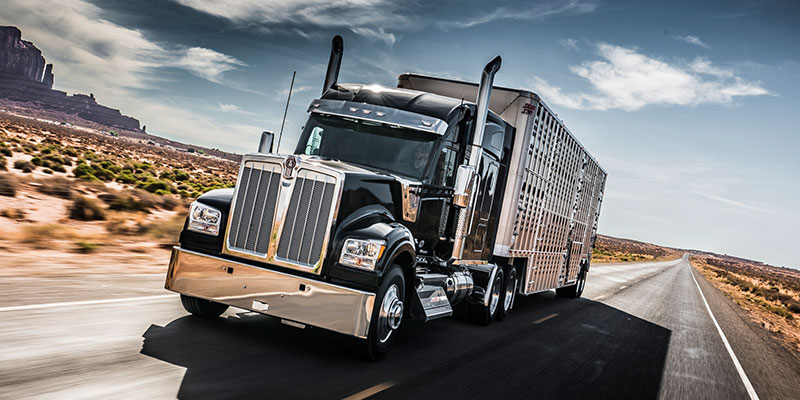Kenworth Unveils W990 Long-Haul Truck With Luxury Vehicle Features on