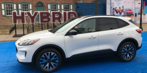 5 Things To Know About Ford S 2020 Escape Hybrids Trucks Com